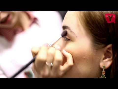 Красивый макияж для серых и зеленых глаз зелеными тенями