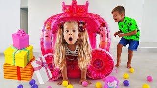 Diana Finge Brincar de a Entrega de Brinquedos