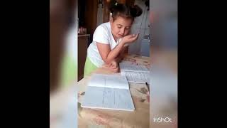Девочка не понимает в чем ошиблась делая уроки. Сколько грибов в третьем бочонке?