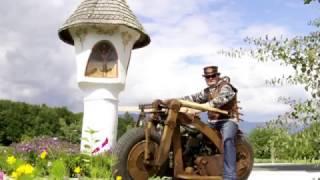 Moto en bois avec un moteur de tracteur