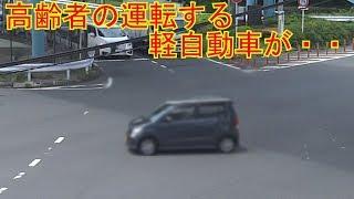 高齢者ドライバーが免許即剥奪レベルのビックリ運転で白バイに捕まった瞬間 thumbnail