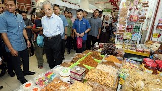 Putu kacang, kuih karas among Dr M's and wife's favourites at Pekan Rabu