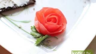 Dekoracyjna róża z pomidora - KOTLET.T...