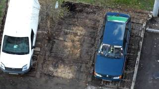 Снос гаражей в Митино(Наконец-то сносят эти бараки. Чего в них только не было, и столы, и даже жильё с печками. Но этому пришел конец..., 2010-04-29T07:19:32.000Z)