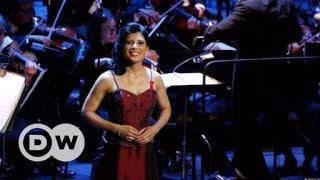 Sarah's Music - Opernarien für die gute Sache | DW Deutsch thumbnail