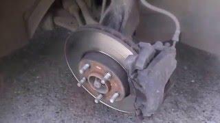видео Меняем тормозные колодки на автомобиле Ford Focus