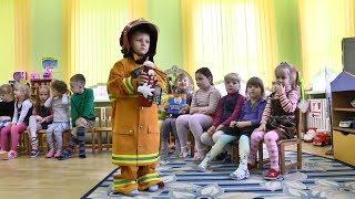 Сотрудники Пинского ГРОЧС учат детей безопасному поведению