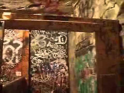 Inside CBGBs - The last video tour of CBGB OMFUG