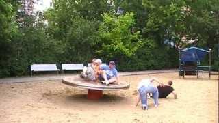 Voll aufs Maul !! Die Cockzillas lernen das Fliegen !! Berlin Entertainment vom Spielplatz