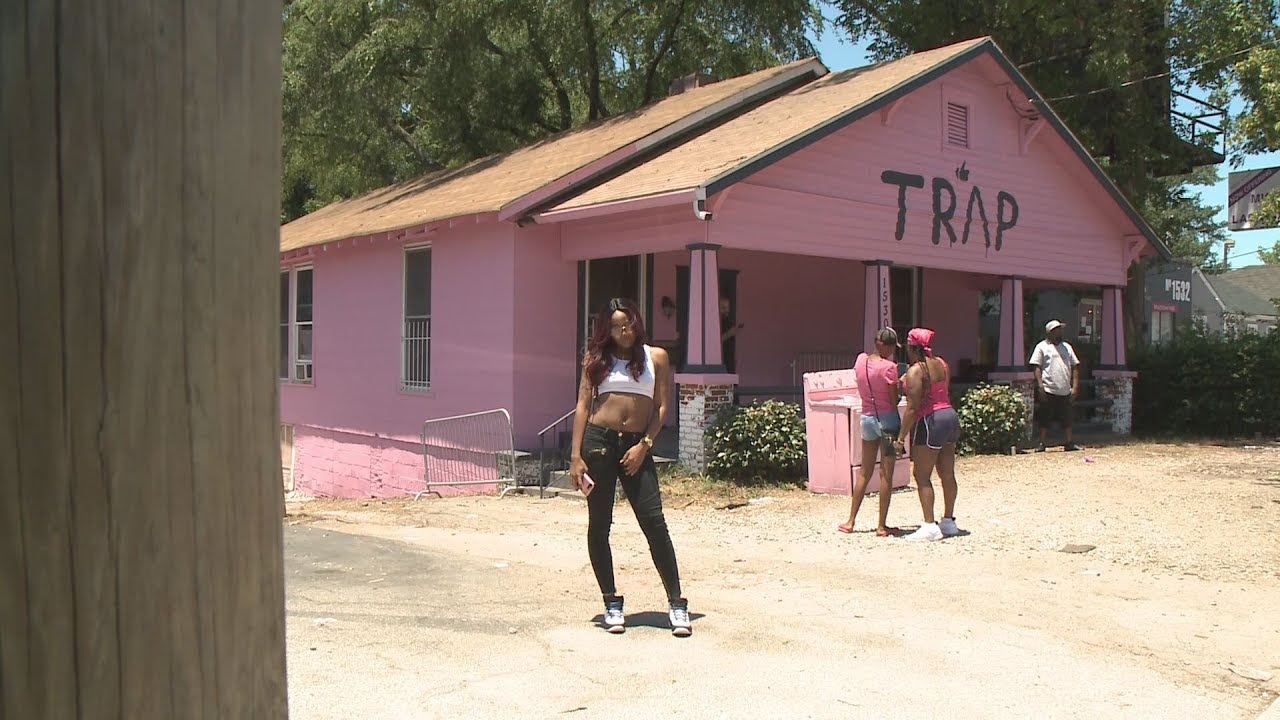 Car At Atlanta S Pink Trap House Towed Away After Complaints Youtube