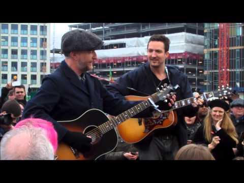 Billy Bragg | Frank Turner | Busking | Live | 17th Dec 2013 | Music News