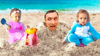 На пляже - Детская Песня | Песни для детей с Майей и Машей