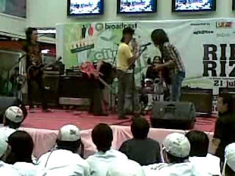 Suroboyo music live Well's Crew
