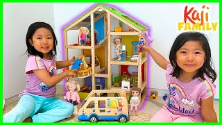 Emma and Kate play with Giant Doll House Story!