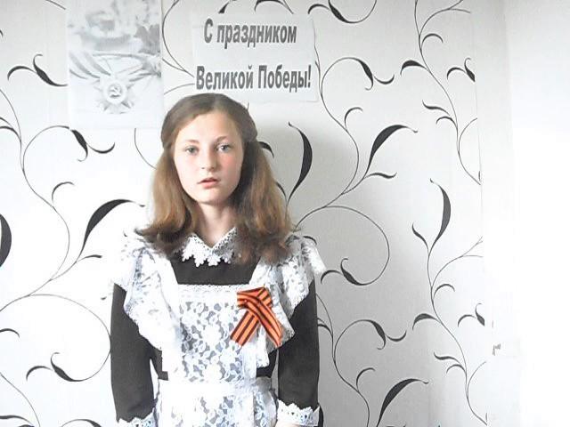Изображение предпросмотра прочтения – АнжеликаЛеонтьева читает произведение «Враги сожгли родную хату» М.В.Исаковского