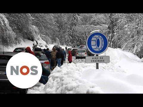 ALPEN: Lawines en overstromingen door sneeuwval