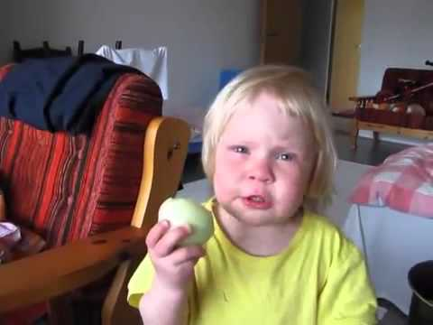 Watch Little Girl Loves Eating Raw Onions Video must watch