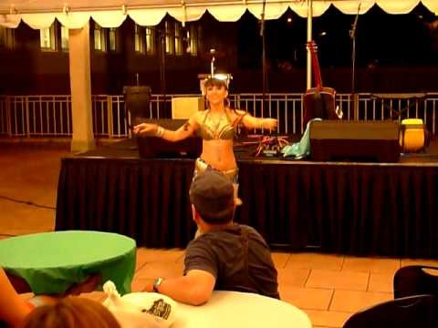 Miss Willow Chang Tribal fusion bellydance, Hawaii, at First Friday JULY 2011