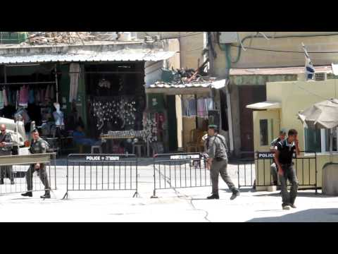 Palestinian fights with Jewish soldier in streets of Hebron