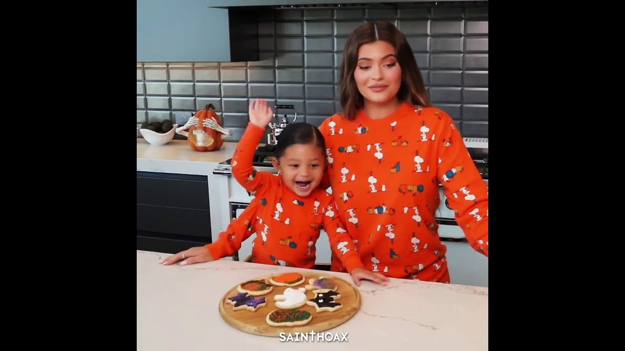 Kylie ruining Stormi's recipe for 1 minute straight