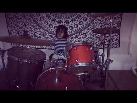 Anak dari bimbim slank belajar main drum keren!!!
