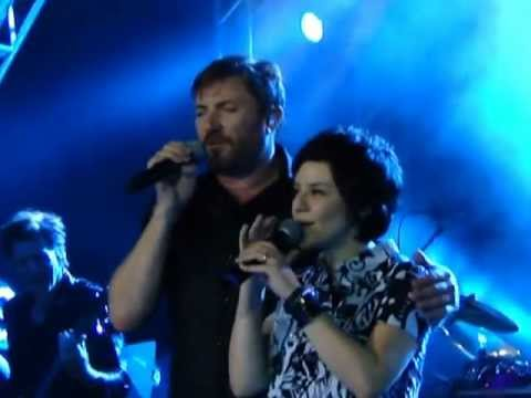 Duran Duran e Fernanda Takai cantando Ordinary World em Brasília