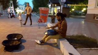 Астрахань. Уличные музыканты поднимают настроение!