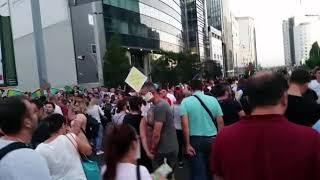 Protestatari in lacrimi de la gaze lacrimogene strigand Muie PSD