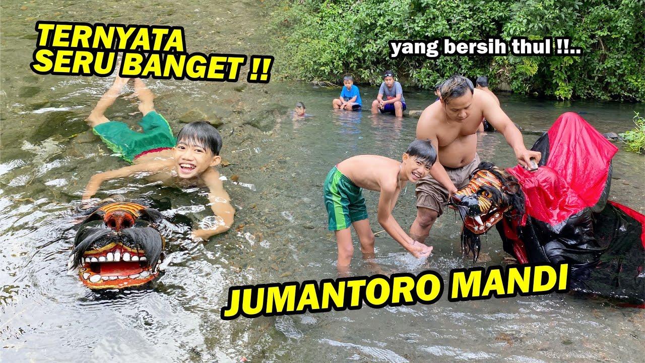 Download BARU KALI INI JUMANTORO MANDI !! Banyak orang kaget ngelihatnya..