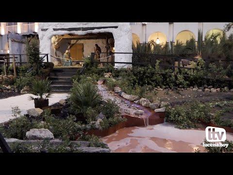 VÍDEO: La luz de la Navidad llega por sorpresa a Lucena. Así lucen el alumbrado y el poblado de Belén de la Plaza Nueva