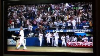 バレンティン選手が日本新記録を達した次の打席に記録をのばす57号ホー...
