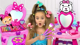 Download Sasha Left Alone with Dad and play with Make Up and Dress up toys Mp3 and Videos