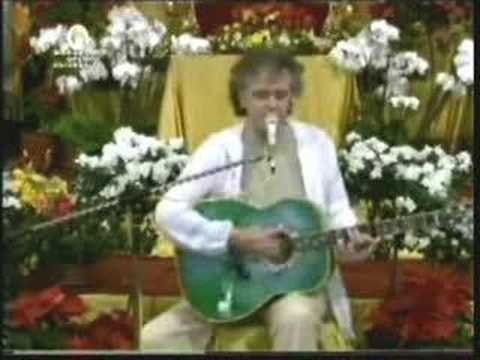 "Donovan sings ""Waves of bliss"" & talks about Maharishi & God"