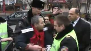 Poliţia arestează protestari paşnici chiar în faţa PG