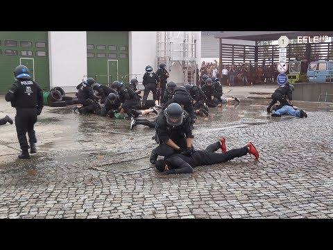 [Nieder mit den Hooligans] Bereitschaftspolizei Leipzig zeigt Wasserwerfer, Sonderwagen und BFE