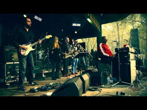 Kung Fu ft. Nigel Hall 'Too High (Stevie Wonder)' Official Aura Music Festival 2013 [HQ/HD]