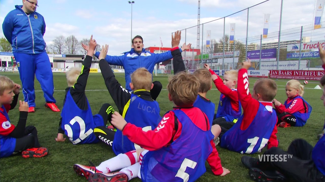 Vitesse Voetbalschool on Tour - YouTube