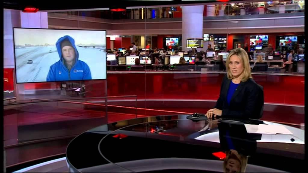 BBC News Presenter Carole Walker Caught Brushing Her Hair ...   Bbc News