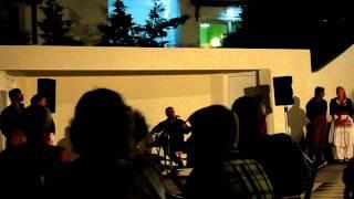 Греческий танец сиртаки(Видео - греческий танец сиртаки исполняется артистами на Крите в июне 2011 года., 2011-06-27T16:12:58.000Z)