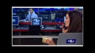 Video Levante la mano el que lleva almuerzo en coca: Vanessa De La Torre, sobre pillada al aire download MP3, 3GP, MP4, WEBM, AVI, FLV Agustus 2018