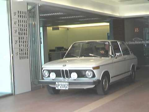 Bmw 2002 Touring 1970 Amp Bmw 316 1982 Youtube