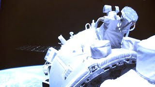 GLOBALink | China's Shenzhou-12 docks with space station core module