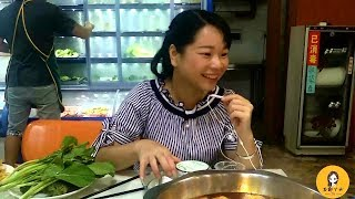 Gambar cover 国庆节假日农村姑娘第一次到广西旅游,竟然都用这样的方式来消费