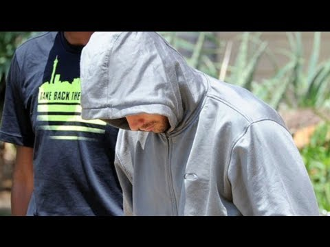 Oscar Pistorius Murders Girlfriend