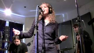 "Joan Osborne ""Shake Your Hips"" Peak Performance"