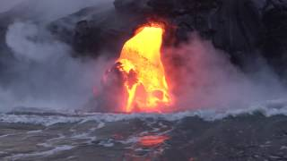 Hawaii: Lava flow and ocean entry