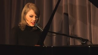 "Taylor Swift Performs Stripped Down Version of ""Out of the Woods"" For 1989 Anniversary"