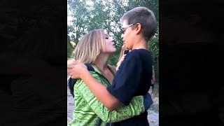 дети расплакались после первого поцелуя..