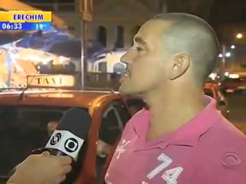 Taxi driver knocks out robber in Brazil