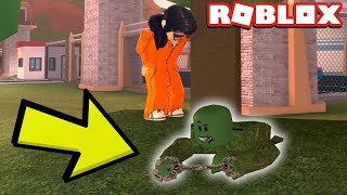 GRASS DISGUISE TROLLING IN JAILBREAK!
